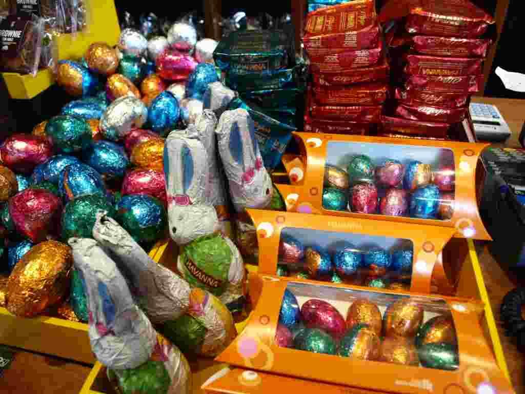 Pero también se venden muy bien los huevos chiquitos, que sirven para hacer cacerías de huevos con los más pequeños.