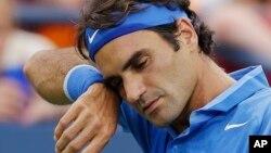 Roger Federer, ganador de 17 torneos del Grand Slam, cayó derrotado frente al español Tommy Robredo.