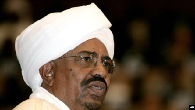 Sudanese President Omar al-Bashir delivers a speech during his swearing-in ceremony at the parliament in Khartoum, 27 May 2010 (file)