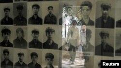 Hình các nạn nhân bị giết trong nhà tù S-21 của chế độ Khmer Đỏ, hiện nay là viện bảo tàng diệt chủng Tuol Sleng ở Phnom Penh.