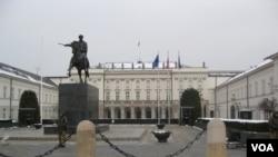 华沙的波兰总统府。(美国之音白桦拍摄)
