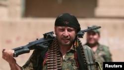 YPG qrupunun döyüşçüsü