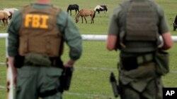 Según el FBI algunos de los capturados han pertenecido a distintas bandas de narcotraficantes, desde la década de los noventa.