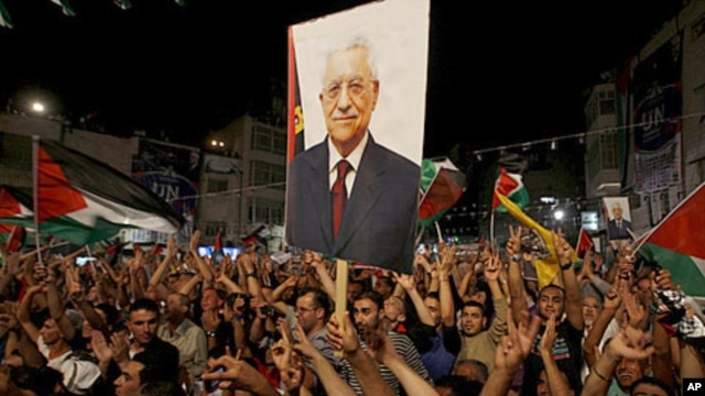 People attend a public screening of Palestinian President Mahmoud Abbas' speech to the U.N. in Ramallah , Sept. 23, 2011.