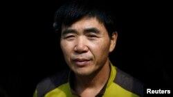 ທ່ານ Lee Min-bok ຊາວເກົາຫຼີເໜືອ ທີ່ໄດ້ໂຕນໜີອອກຈາກປະເທດ ໃນລະຫວ່າງການໃຫ້ສຳພາດ ກັບອົງການຂ່າວ Reuters ຢູ່ທີ່ເຮືອນພັກຂອງຜູ້ກ່ຽວ ໃນ Pocheon ຢູ່ທາງກ້ຳໃຕ້ ທີ່ຫ່າງຈາກເຂດປອດທະຫານ ປະມານ 15 ກິໂລແມັດ ທີ່ແບ່ງແຍກ ສອງປະເທດ ເກົາຫຼີ.