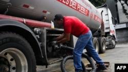 Un portavoz de Reliance dijo el miércoles que la empresa ha estado suministrando a Venezuela combustibles, incluido diesel, permitidos bajo las sanciones impuestas por Estados Unidos. AFP/Cristian Hernández.