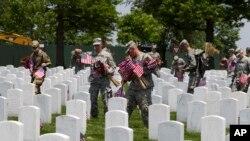 سنت یادبود کشته شدگان در جنگ های آمریکا، به حدود ۱۵۰ سال قبل باز می گردد.
