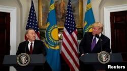 도널드 트럼프 미국 대통령(오른쪽)과 누르술탄 나자르바예프 카자흐스탄 대통령이 16일 백악관에서 정상회담 후 공동기자회견을 하고 있다.
