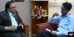 ڈاکٹر عطاالرحمن وائس آف امریکہ کے عمیر بن ریاض کے ساتھ
