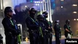 Поліція у Лос-Анджелесі у день виборів