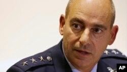 미 공군 중부사령부 제프리 해리지안 중장이 10일 두바이에서 기자회견을 하고 있다.