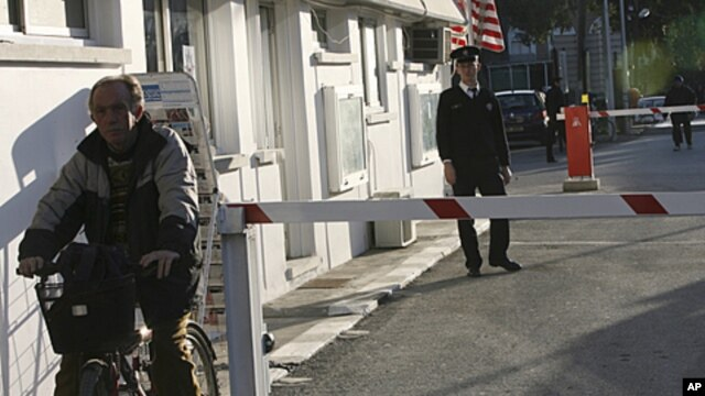 A Turkish Cypriot police officer, right, stands at the Ledra Palace border crossing, a passage between Greek and Turkish Cyprus, February 4, 2008 (file photo)