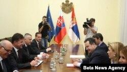 Predsednik Vlade Srbije Ivica Dačić i ministar spoljnih poslova Slovačke i izaslanik EU Miroslav Lajčak tokom sastanka u zgradi Vlade Srbije.