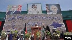 اسماعیل خان بر مشارکت بیشتر مجاهدین در حکومت تاکید می ورزد