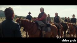 """Salah satu adegan dalam film """"Hostile"""" garapan sutradara Scott Cooper. (VOA/videograb)"""