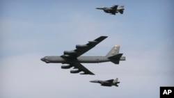 پس از ۲۰۰۶، حد اقل دو بار طیاره های بی پنجاه و دو، بر فراز افغانستان پرواز کرده و در ننگرهار عملیات انجام داده است