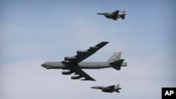Стратегический бомбардировщик В-52