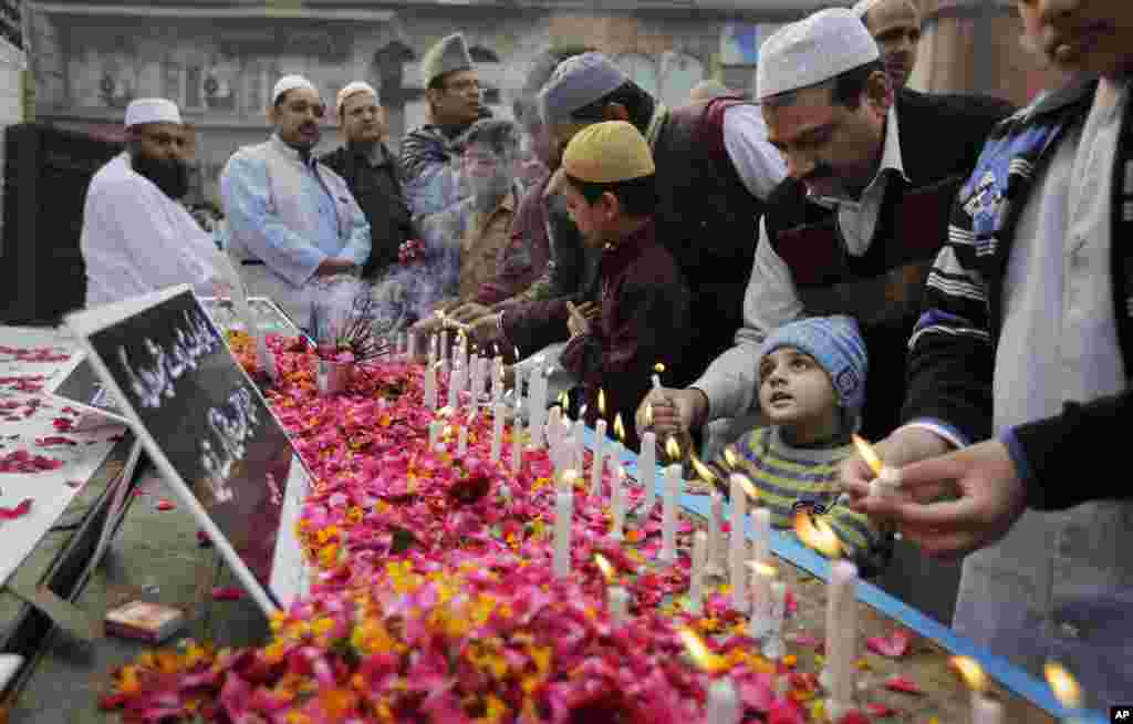Indian Muslims pay tribute to Indian soldiers killed in the recent Pathankot air base attack, outside a mosque in New Delhi, India.