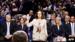 哈斯佩爾在參議院情報委員會前宣誓作證。 (2018年5月9日)