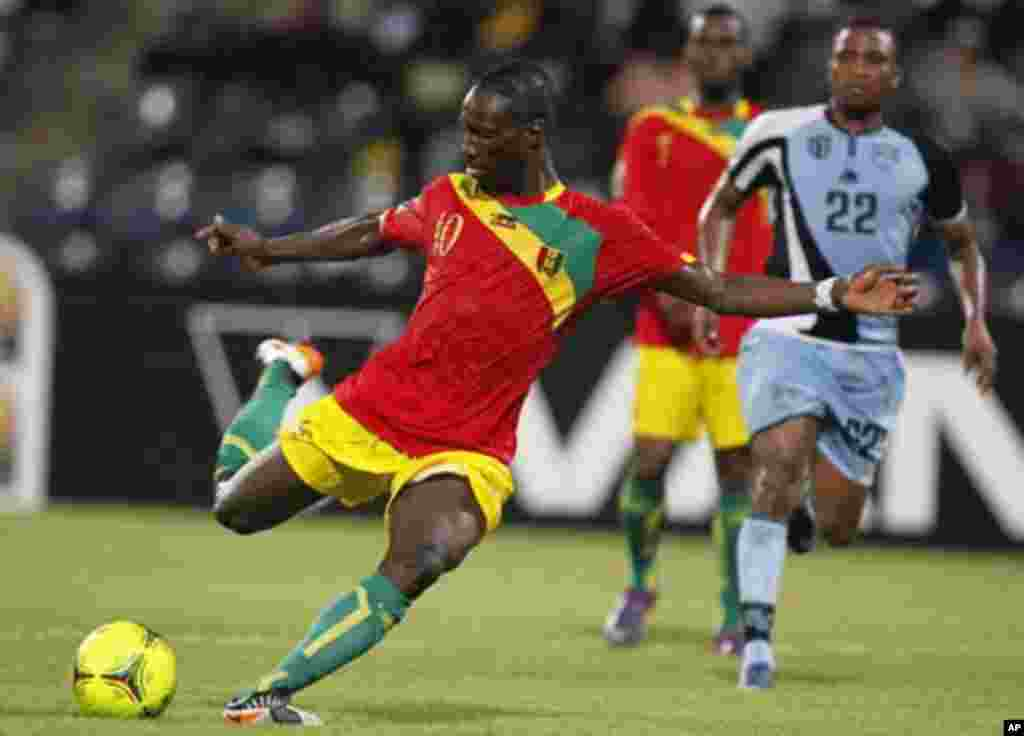 Guinea's Ismael Bangoura (L) kicks the ball during their African Nations Cup Group D soccer match against Botswana at Franceville Stadium January 28, 2012.