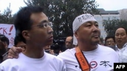 Người biểu tình ở trước Ðại sứ quán Nhật Bản ở Bắc Kinh