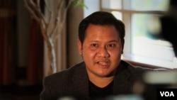 "Ruangroj ""Krating"" Poonpol talks with VOA Thai in Washington,DC. April, 16 2016."