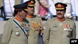 سابق آرمی چیف جنرل اشفاق پرویز کیانی کو بھی سابق وزیر اعظم یوسف رضا گیلانی نے تین سال کی توسیع دی تھی۔ (فائل فوٹو)