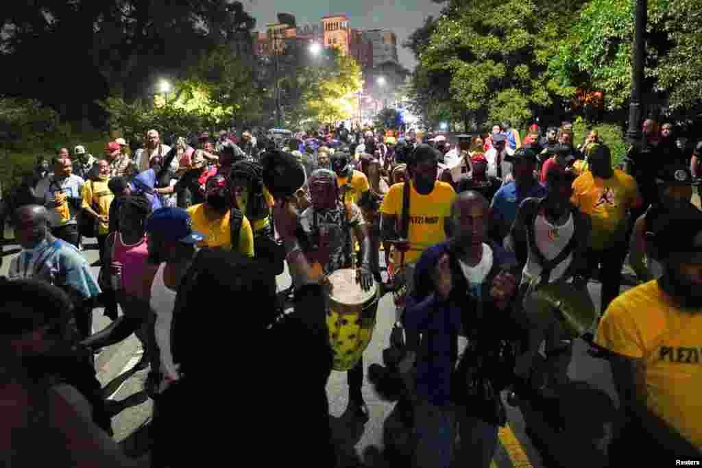 Kek pami patisipan nan festival J'ouvert la wiken Fet Travay nan Brooklyn, Nouyok siti, 6 Sept. 2021.