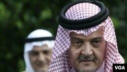 Menteri Luar Negeri Arab Saudi, Saud al-Faisal mengumumkan penarikan tim pemantau Saudi dari Suriah.