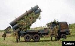 Bộ Quốc phòng Nhật ra lệnh cho các đơn vị phòng thủ phi đạn đạn đạo, và các giàn phóng phi đạn Patriot đặt trên bờ, chuẩn bị sẵn sàng để bắn rơi phi đạn nào của Bắc Triều Tiên đe dọa tới nước Nhật.