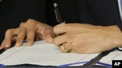 奧巴馬總統於本年3月23日簽署醫保改革法案(資料圖片)