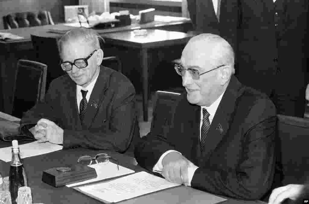 5 июля 1983, Гельмут Коль встретился с советским лидером Юрием Андроповым