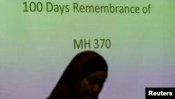 Thành viên của hành khách người Malaysia trên chuyến bay MH370 dự lễ tưởng niệm 100 ngày máy bay mất tích tại Kuala Lumpur, ngày 15/6/2014.