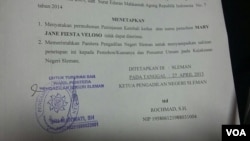 Petikan surat keputusan dari Ketua PN Sleman DIY yang menyatakan pengajuan PK kedua Mary Jane tidak dapat diterima (foto: VOA/Nurhadi).