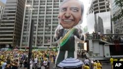Ribuan warga Brazil melakukan unjuk rasa di Sao Paulo Minggu (30/9) untuk mendukung Jair Bolsonaro, Capres sayap kanan dalam pemilihan pekan depan.