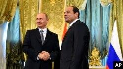 지난 2015년 블라디미르 푸틴 러시아 대통령(왼쪽)과 압델 파타 엘시시 이집트 대통령이 러시아 모스크바에서 정상회담을 가졌다.