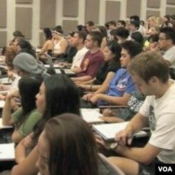 SAD: Zadržati briljantne strane studente ili biti zemlja trećeg svijeta