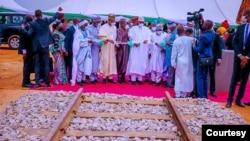 Lokaci da Buhari ya kaddamar da aiki. tayin Dogo a Kano (Hoto: Fadar shugaban kasa)