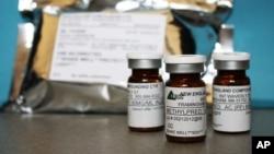 Investigan dos medicinas más elaboradas por New England Compounding Center.