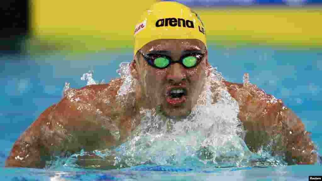 Chad Guy Bertrand le Clos 24 ans, un nageur sud-africain , spécialiste des épreuves de papillon et quatre nages. Il s'illustre en 2010 aux Jeux olympiques de la jeunesse à Singapour (un titre, trois médailles d'argent et une de bronze), aux Jeux du Commonwealth (2 titres, une médaille d'argent et de bronze).