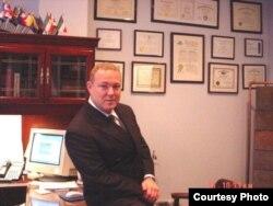 紐約州移民法律師克里•威廉姆•布雷茨 (布雷茨本人提供)