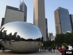 Chicago's famous Bean sculpture in Millennium Park