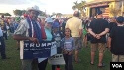 13일 미국 플로리다 주 보카라통 시에서 공화당의 도널드 트럼프 후보 지지자들이 선거유세장에 몰려들었다.