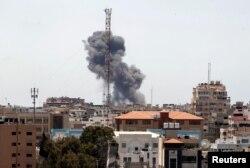 Dim za vrijeme izraelskih napada, grad Gaza, 19. maj 2021.
