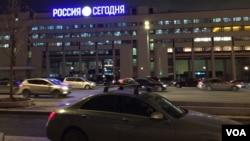 "Kantor media propaganda Presiden Rusia Vladimir Putin, ""Russia Today"", di Moskow."