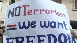 نوشته معترضان سوری در شهر بانیاس : تروریسم نه، ما آزادی می خواهیم