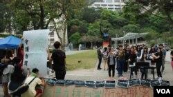 香港6間大專院校學生在中文大學校園內聲援台灣太陽花學運 (美國之音 湯惠芸拍攝)