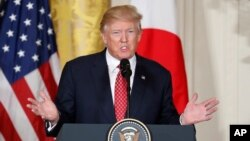 Presiden AS Donald Trump memberikan konferensi pers di Gedung Putih, hari Jumat (10/2).