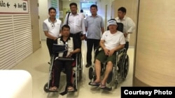 Cambodian opposition CNRP lawmakers Nhay Chamroeun and Kong Saphea are seen in wheelchairs at Phyathai hospital in Bangkok on Tuesday, October 27, 2015 after being beaten by protesters in Phnom Penh, Cambodia on Monday. (Courtesy of Nhay Chamroeun)