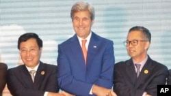 အေမရိကန္ႏုိင္ငံျခားေရး၀န္ႀကီး John Kerry ႏွင့္ အာဆီယံ ႏုိင္ငံျခားေရး၀န္ႀကီးမ်ား။